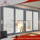 Les grandes vues en aluminium effacent la porte coulissante en verre avec les obturateurs intégraux