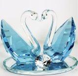 met Vele Zwaan van het Kristal van Kleuren voor Send naar Minnaars of de Decoratie van het Huwelijk