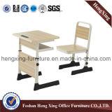 学校の机の折りたたみ椅子の教室はセットした(HX-8)