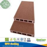 Im Freien hölzerner zusammengesetzter Plastikdecking verschalt hölzernen Planke-Bodenbelag des Pooldecking-WPC