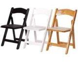 나무로 되는 접는 의자