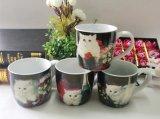 Taza de cerámica esmaltada fuera de las tazas blancas del gres del color y del interior