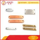 Fabricante de encargo de la escritura de la etiqueta de la ropa del metal del surtidor confiable de China