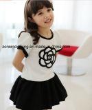 女の子の夏の不足分の袖によって刺繍される服の子供の衣服