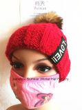 女性の上昇温暖気流は帽子を覆う