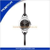 細い本革バンドが付いている美しいデザイン腕時計の簡単な表面