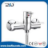 中国の単一のハンドルの壁に取り付けられた熱く冷たい浴室のシャワーのコック