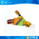 Personalizar Bandas de pulso Design do tamanho do logotipo Itens promocionais baratos Pulseiras personalizadas de silicone / silicone de China