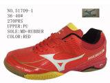 Quatre chaussures du football de gosses d'unité centrale de couleurs grandes