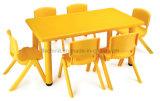 Vector y silla plásticos de la escuela