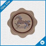 Etiqueta tejida de forma regular con el logotipo personalizado para la Ropa/Accesorios prendas de vestir
