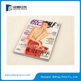 신선한 색깔로 인쇄하는 여자 잡지