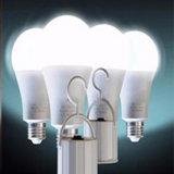 インテリジェント制御LEDの球根5Wの太陽再充電可能な緊急時LEDの電球