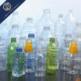 L'eau minérale bouteille pour boire la bouteille de boisson