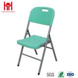 緑の折りたたみ椅子