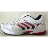 Ботинки удобных ботинок спортов ботинок людей тапки ботинок идущие