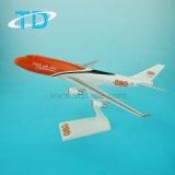 De ModelVliegtuigen van replica's voor B747-400 TNT het Model van 35cm 1/200 Vliegtuig