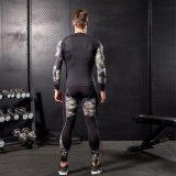 Abiti sportivi stretti del manicotto lungo di compressione di usura di ginnastica del camuffamento dell'uomo