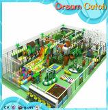 Campo da giuoco dell'interno dei bambini con il riempimento del PVC