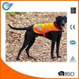 O tamanho reflexivo da veste uma do cão da segurança cabe tudo