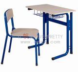 Mesa do estudante e cadeira populares do único jogo do estudo