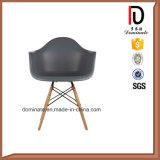 現代家具デザイン耐久の木製の足のプラスチック椅子