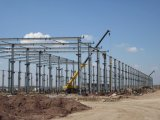 Edificio hermoso de la construcción de la estructura de acero con el palmo grande