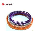 둥근 플라스틱에게 뜨개질을 하는 직조기 플라스틱에게 직조기 뜨개질을 하기