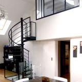 Escalera espiral de interior de madera barata del acero de carbón del diseño del precio