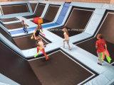 Dodgeball를 가진 뛰어오르는 자유로운 스포츠 Trampoline 공원 센터