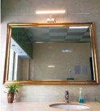 Diodo emissor de luz sobre a luz do gabinete com sensor de PIR e lâmpada do espelho do excitador