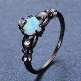 Anel Opal de Claddagh do arco-íris elegante do corte do coração