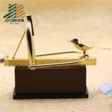 Trophée en alliage de zinc en gros fait sur commande en métal d'oiseau de l'or 3D avec la peinture d'émail (JIABO-JB1666)