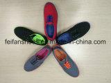 古典的な人の注入のズック靴の偶然靴