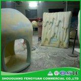 Polyurée la pulvérisation sur la sculpture de mousse de venir au service directement