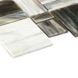 El vidrio manchado junta las piezas del mosaico para la cocina Backsplash