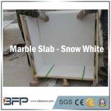大理石の雪の表面の建築材料の一義的な静脈が付いている白い床タイル
