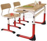 Estudante misto de madeira mesa e cadeira duplo conjunto de sala de aula
