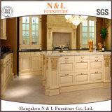Meubles de cuisine en bois massif N & L avec une forme élégante
