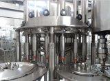 Compléter le remplissage de l'eau minérale et la chaîne d'emballage
