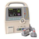 Defibrillator Defi9 di Meditech con ECG standard. SpO2. NIBP. Rispettivamente fotoricettore. Parametri del Temp