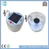 Facendo un'escursione la lanterna solare di campeggio del LED con l'altoparlante di Bluetooth godere della musica