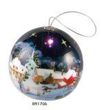 공 Oraments (B91706)가 크리스마스 선물 무지개에 의하여 점화한다