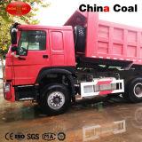 정면 드는 먼지 쓰레기꾼 광산 덤프 트럭 팁 주는 사람