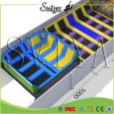 Combiné de luxe de gymnastique attrayante long rectangle Trampoline avec mur d'escalade