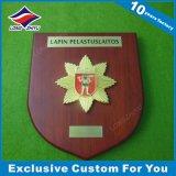 Металлическая пластинка мягкой школы эмали деревянная с логосом звезды