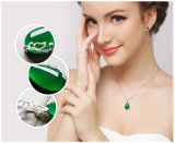 L'angolo dell'ornamento della farfalla della pietra dei monili di verde dell'argento sterlina strappa la collana di figura del gocciolamento dell'acqua della collana della giada