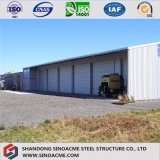 Doppio magazzino prefabbricato della struttura d'acciaio del pendio con la colonna centrale