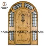 판자 위원회 디자인을%s 가진 고대 아파트 프랑스 교회 문 정문