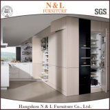 Белая прокатанная мебель кухни с высоким качеством